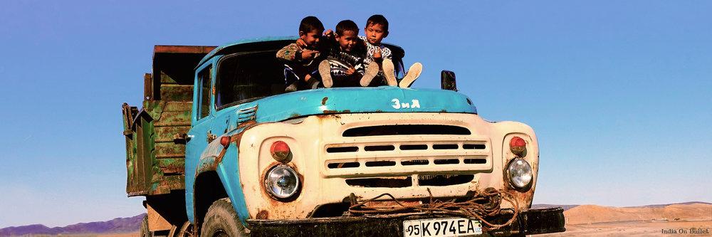 2.      Complicité Infantile.   Désert du Karakalpakstan, Ouzbékistan.    90cm x 30cm,   support en   aluminium, €89.00   ( Frais de Port inclus)