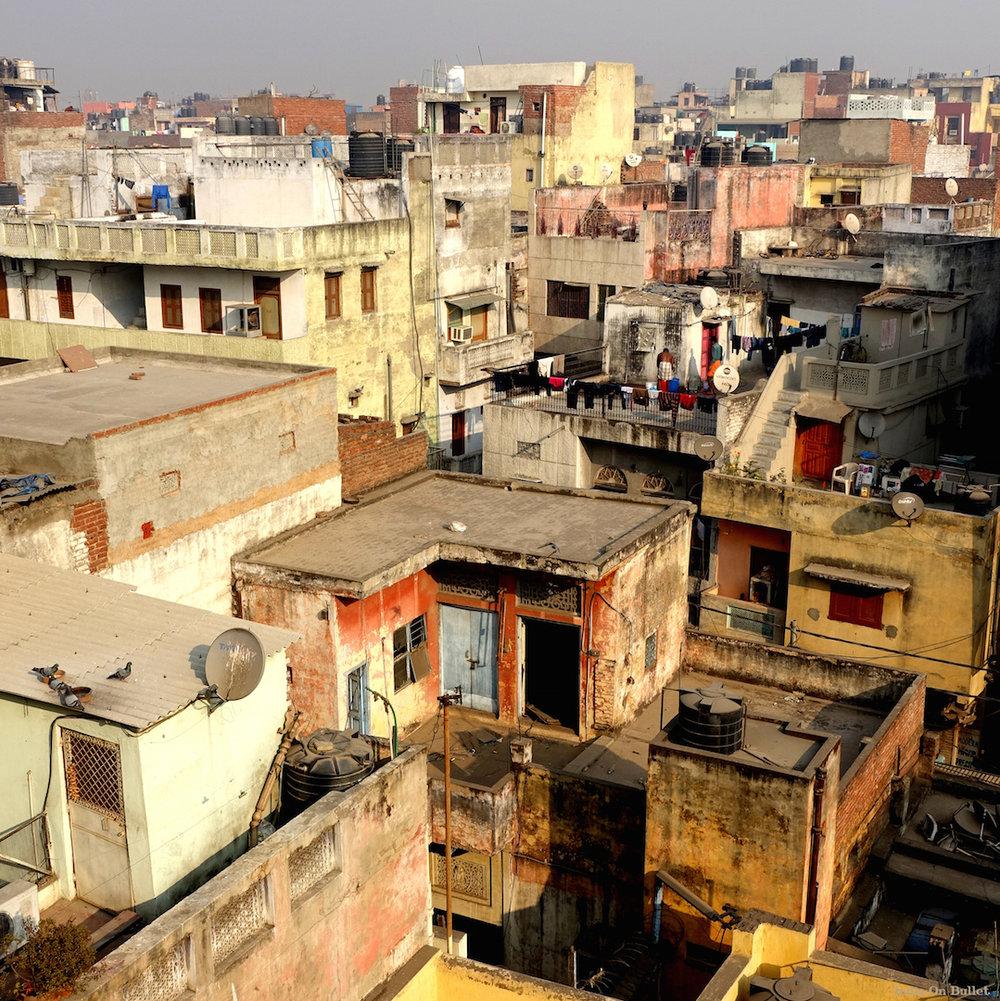 4.      Sur les toits de Delhi  . New Delhi, Inde.     40cm x 40cm,   support en   aluminium, €49.00  ( Frais de Port inclus)