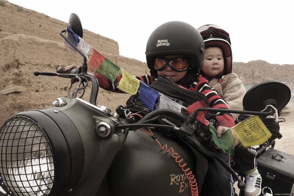 23.      Rêve d'Enfants  . Yssyk Koul, Kirghizistan     60cm x 40cm,  support en   aluminium, €56.00   ( Frais de Port inclus)