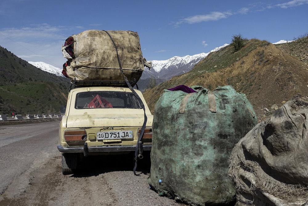 26.      Sur la Route de la Soie  . Région de Fergana, Ouzbékistan.     60cm x 40cm,   support en   aluminium, €56.00   ( Frais de Port inclus)