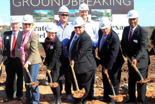 summitgroundbreaking_7883a.jpg