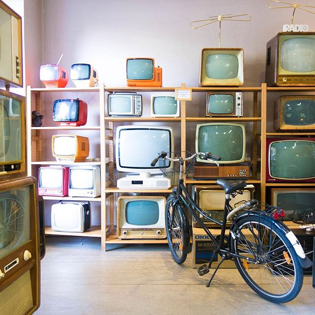 "We love the circle of life (or life of technology!) Something is new, then outdated, then ""junk,"" then suddenly retro and cool. What from today do you predict will have the same nostalgic feel in 30 years? ⠀ ⠀ #retro #retrotechnology #tbt #throwbackthursday #throwback #nostalgic"