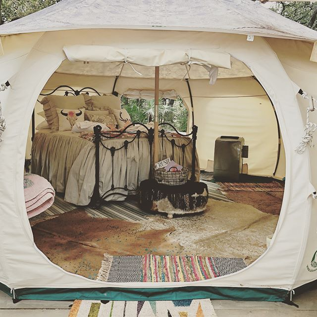 Looking for a staycation for the holidays?  Book our cabin or our tent ⛺️ (heated) and enjoy some peace and quiet. Located on only 40 minutes from San Antonio and 1 1/2 hours from Austin.  Enjoy the Christmas 🎄 season in one of the small towns nearby. Our recommendations: 🥗 Stroll the streets of Boerne and shop small businesses, shop & eat @thediengertradingco or graze @cibolocreekbrewingco 🥗Enjoy small-town Christmas in Comfort. Taste moonshine @hillcountrydistillers, eat @highscafe and don't miss @8thstreetmarket 🥗Take a scenic drive (25 min)🚗 to Fredericksburg and shop 🛒till you drop! We love @grapecreekvineyards for wine 🍷 tasting 🥗 Come back to the tent ⛺️ or our cabin and sit by the fire 🔥 with a glass of wine 🍷 and enjoy peace and quiet 🤫 OR soak in your own private hot tub 🛀 and do some stargazing.  Awwww...Nature at its best!🦌✨⭐️🐿🐃🦉 Only a few weekends left though!!! BOOK 👉🏻 www. rockharborhillcountrylodge.com Photo credit by @s.a.foodie