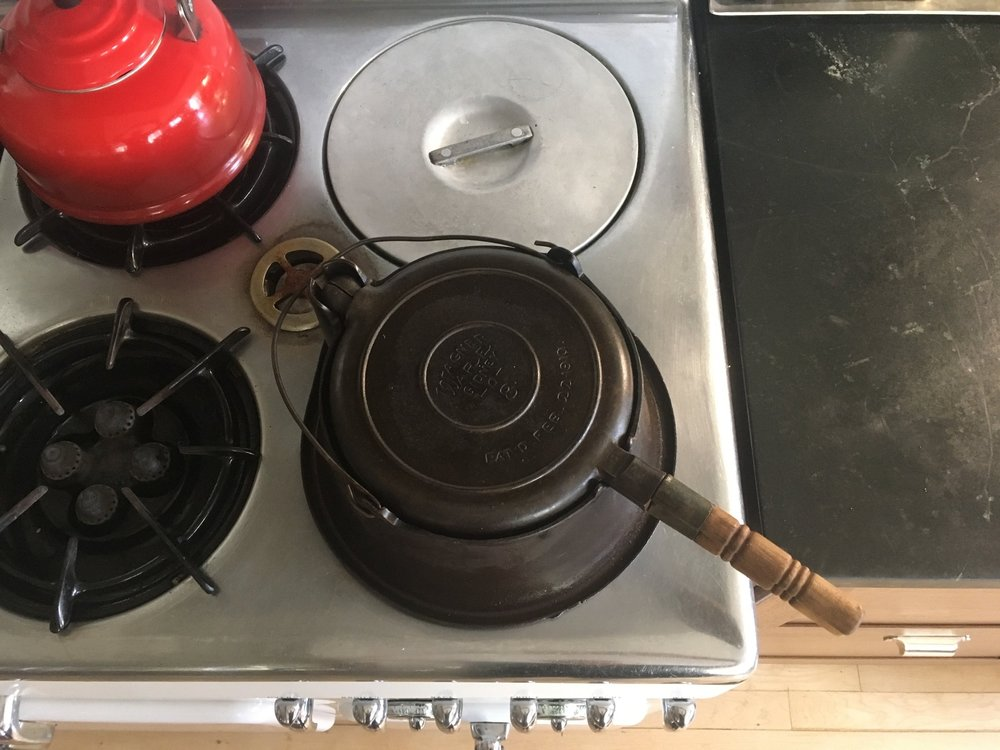 My vintage Wagner waffle iron looks like it was made for this burner. In the center of the range is the pilot light. The Thermowell is directly behind the waffle iron.