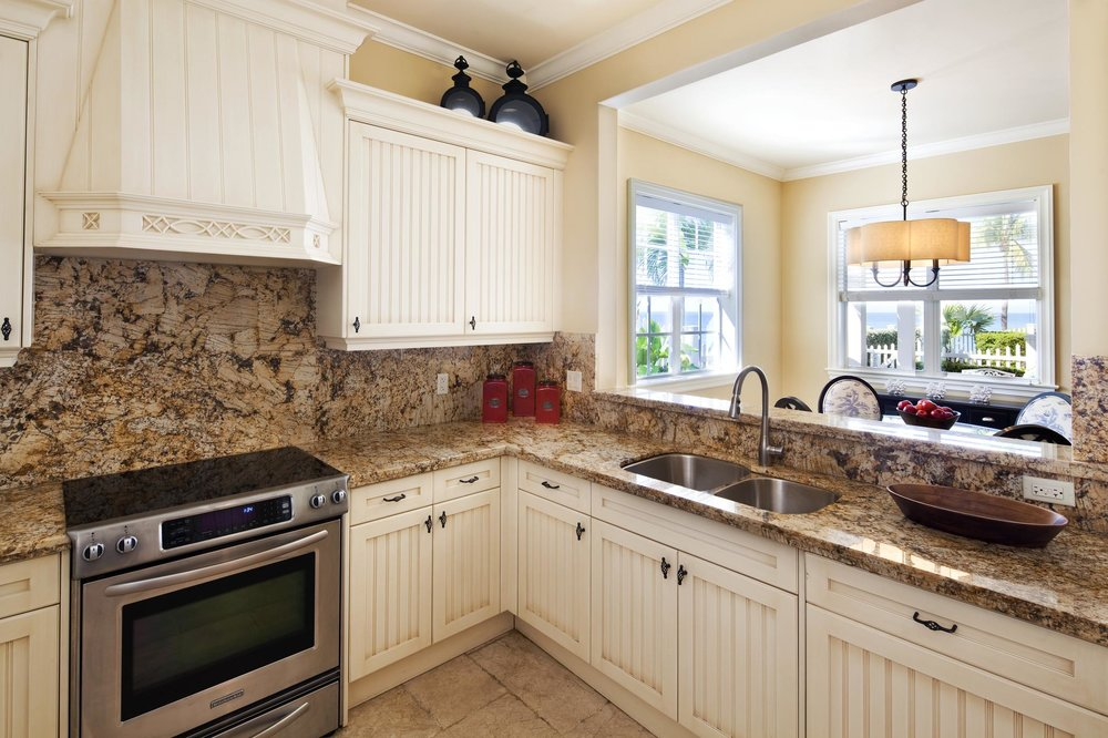 4BR_Cottage_Kitchen_208537_high.jpg