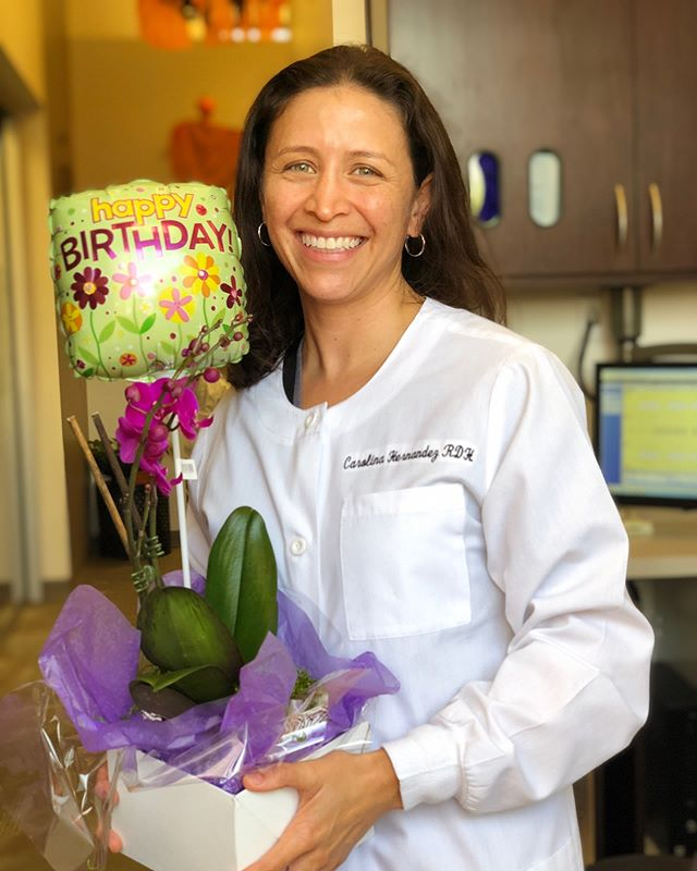 Celebrating her Birthday with pretty flowers! You're a rockstar #tamalteam loves you, Carolina!! 🌷🤩🎈👏🏻 #hbd #rdh #tamalvistadental #sanrafaeldentistry #sanrafaelrdh