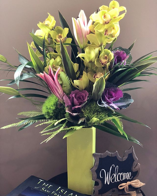 Starting off our week with this beautiful arrangement from Village Green Flowers, in Fairfax! Thank you so much for all the fresh flowers you bring in!