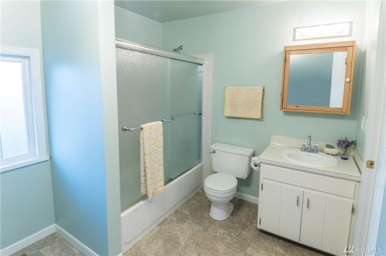 Spacious upstairs bathroom with easy to clean tub-surround.