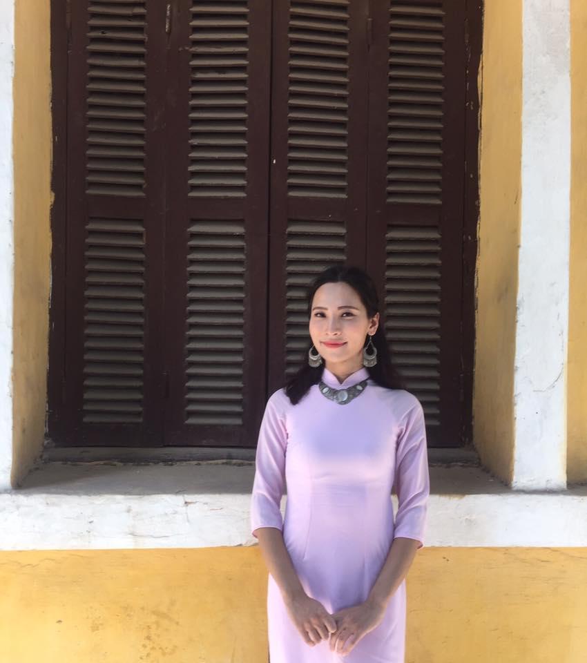 Kim Maii, hay Emilia de Paz năm nay 24 tuổi và là thành viên nhóm Ruby Model. Kim Maii, aka Emilia de Paz is 24, She is a performer of transgender group Ruby Model