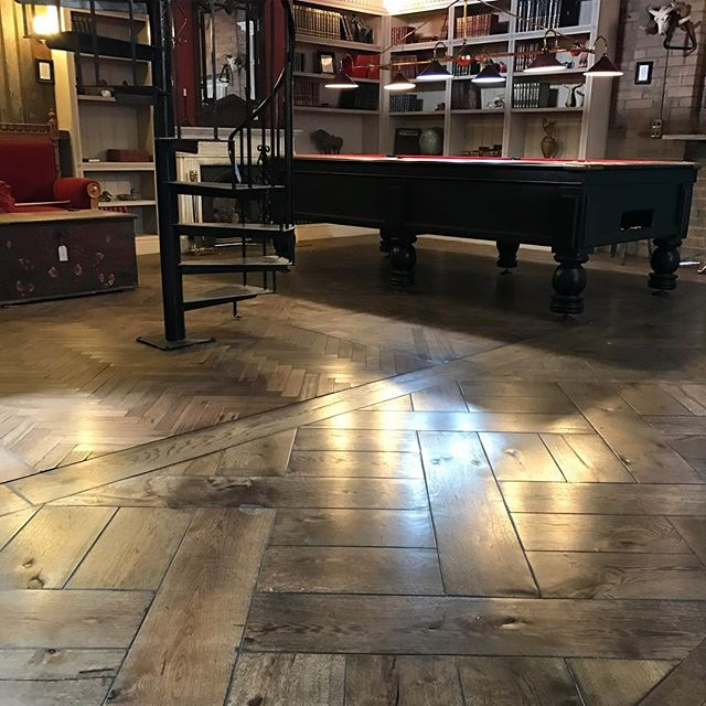 We're finally up and running in our new showroom. This just part of the new space showcasing our beautiful range of floors. www.antiquefloors.com.au #sydney #sydneystyle #sydneyharbour #sydneydesign #sydneyinteriors #sydneybuilder #sydneyarchitect #melbourne #melbournestyle #melbournedesign #melbourneinteriors #melbournebuilder #melbournearchitect #mosman #doublebay #bondi #bowral #bellevuehill #balmain #rozelle #leichhardt #antiquefloors