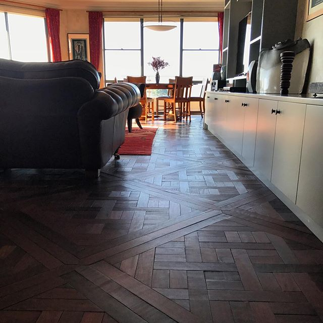 Revisiting an favourite Job that looks as good as the day we installed it. #recycledhardwood #marieantoinette in mixed reds by @antiquefloors at #leichhardt for a #beautiful #annandale #penthouse #sydney #sydneystyle #sydneydesign #sydneybuild #sydneyarchitect #melbourne #melbournestyle #melbournedesign #melbournebuilder #melbournearchitect #mosman #manly #doublebay #bondi #bowral #balmain #rozelle #antiquefloors
