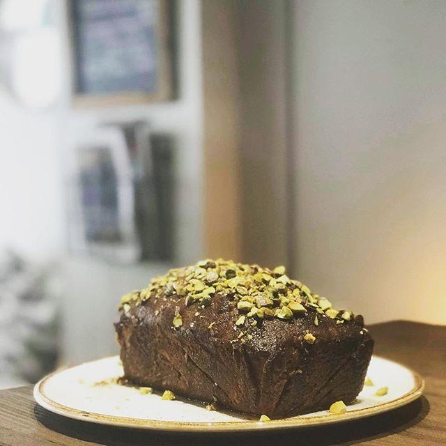 Pistachio, lime & cardamom cake 😋