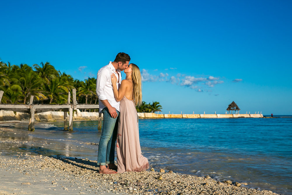 Cancun-engagement-session-villa-la-yoya-03.jpg