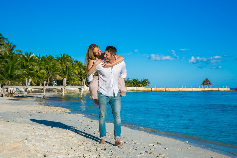 Cancun-engagement-session-villa-la-yoya-04.jpg