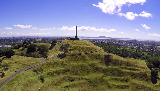 One_Tree_Hill,_Auckland,_March_2015.jpg