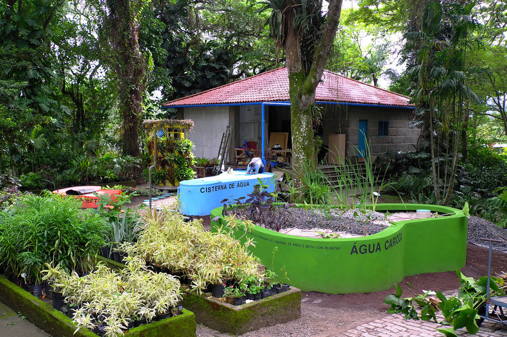 Construction of the prototype/pilot with the local team, within the grounds of the botanic garden Sítio Burle Marx, during the summer of 2016.