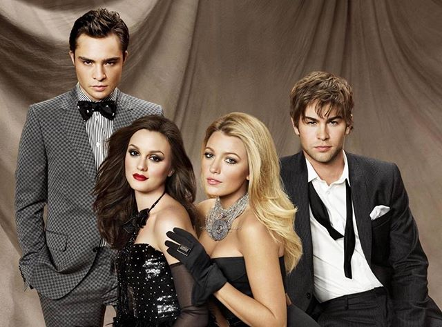Happy Saturday❤️❄️🦋! The CW's president Mark Pedowitz just announced that a gossip girl reboot is in early talks! What are your thoughts? Should we let Gossip Girl go or de we want a reboot? Comment below!