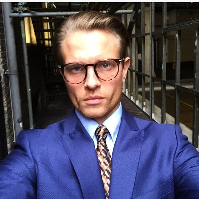 Would you trust this man with your money? 😏today shooting Che Banca campaign Italia 2017 #chebanca #italia #moneyman #banker #wanksta #dodgygeezer #milano #model #malemodel #shoot #fashionmodel #mensfashion #suited #dapper #fitnessmodel