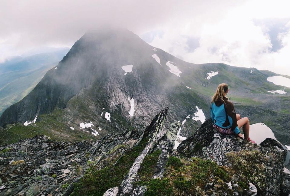 Norge er verdens vakreste land, og naturen vår byr på fantastiske opplevelser. Har du noengang lagt ut på langtur med vennegjengen for å gå i fjellet? Vi garanterer fantastiske minner (og bilder til Instagram).Er du usikker på hvilken rute du skal ta, eller interessert i overnatte underveis? Turistforeningen sine aller beste tips og ruteforslag finner du på www.Ut.no