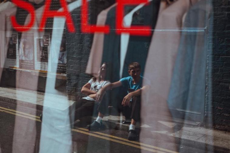 Høsten er dessverre det perfekte utgangspunkt for aktører som ønsker å selge unna varer på salg. I stedet for å la deg overtale av reklamer og salgstriks, anbefaler vi deg å lete etter det du trenger på nett. Sammenlign alle kjøp med hverandre, før du eventuelt slår til på noe som virker som et godt tilbud.