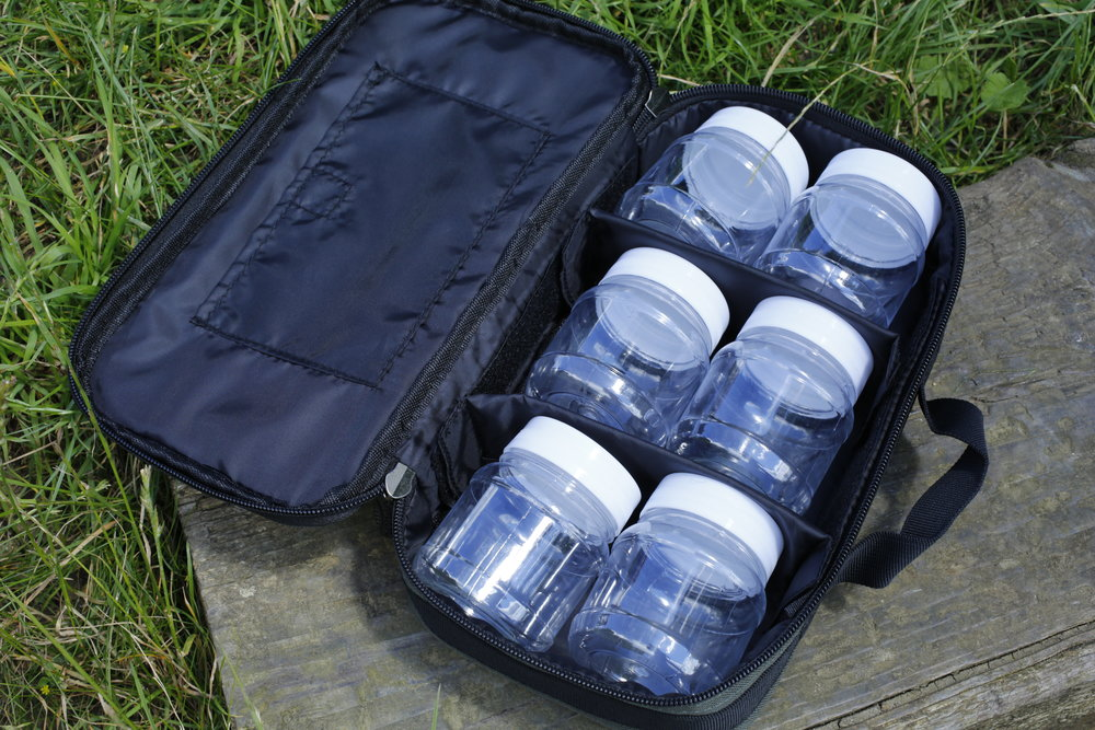 The hookbait bag comes with six plastic jars for storing baits