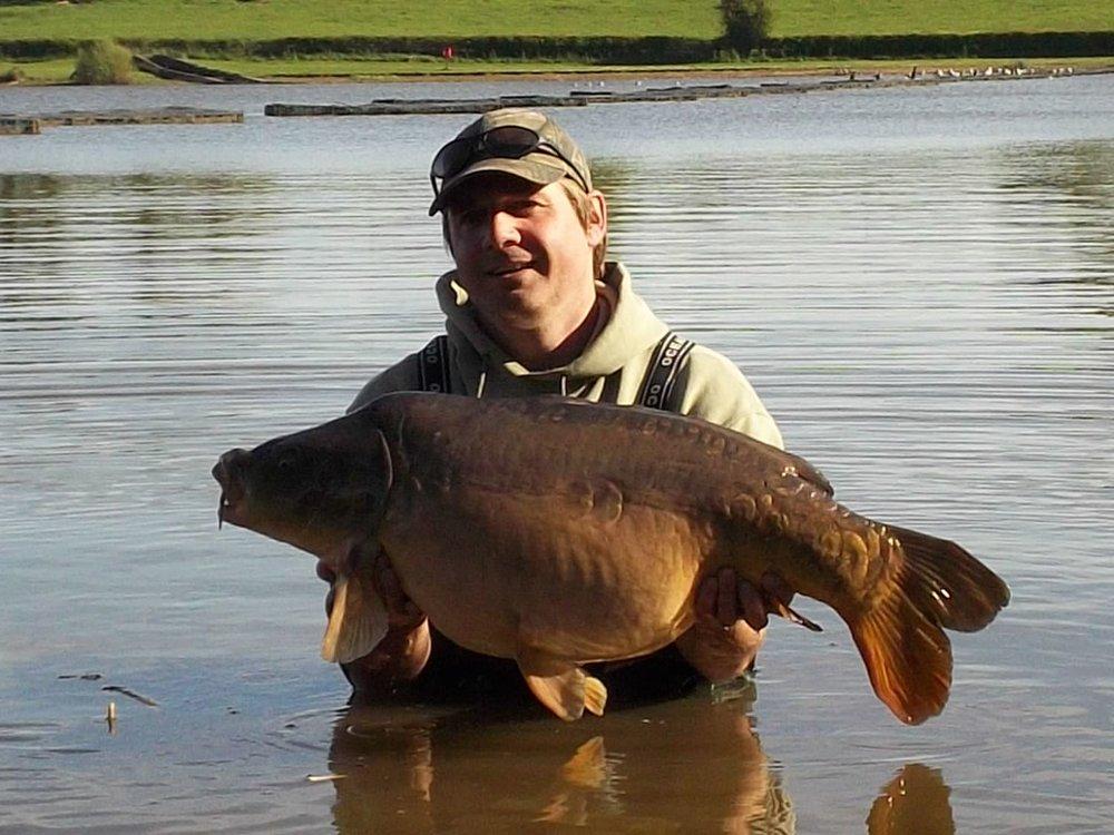 Dean Asplin with the 33lb lake record