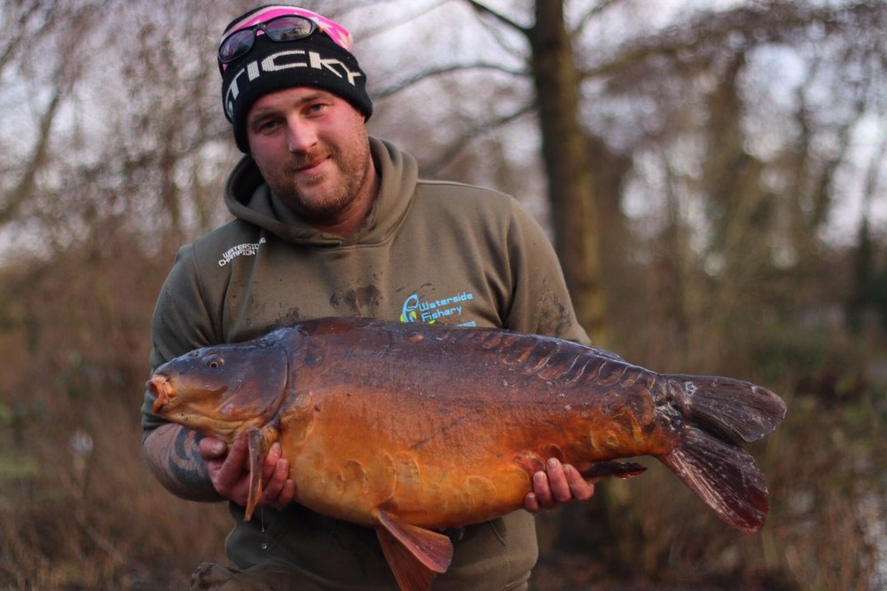 Lovely winter colours on this long mirror.
