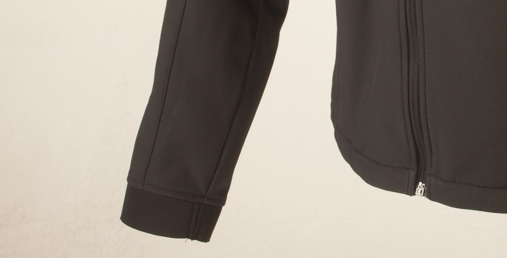 Elasticated cuffs and an adjustable hem keep you warm and dry