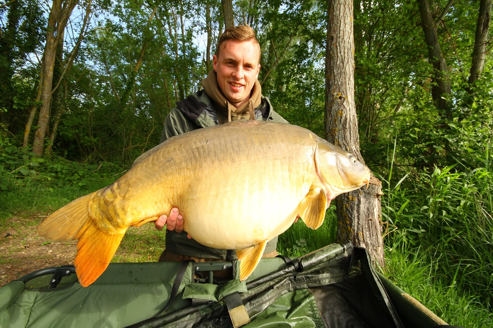 Football star David Stockdale with a 40lb-plus PB mirror.JPG