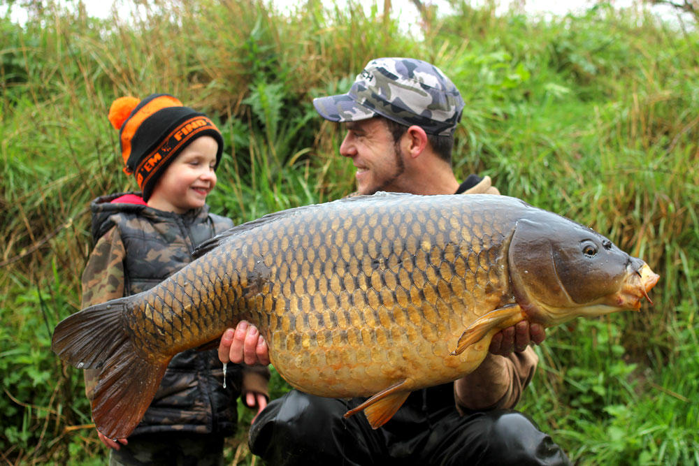 Lee and his son Lewyn with a 32lb 9oz Frimley common