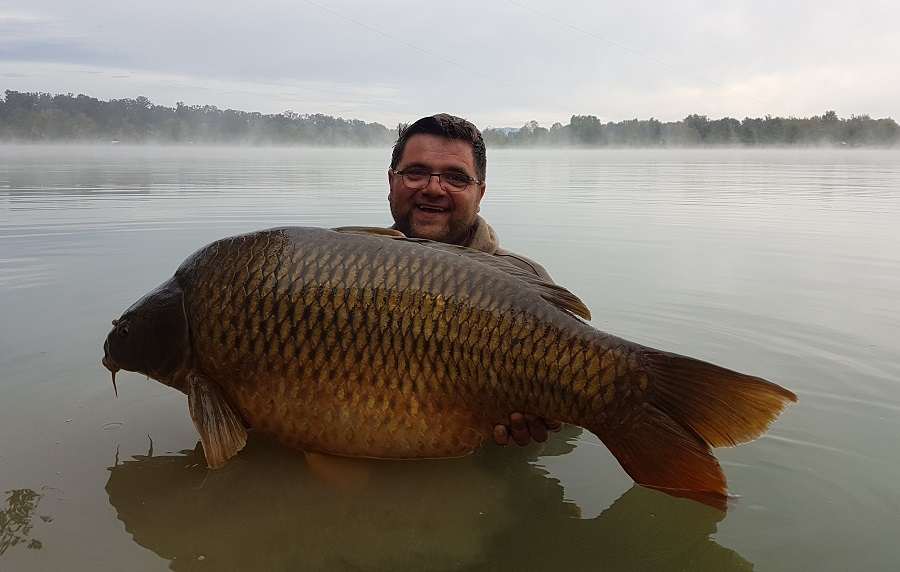 A cracking shot of a 59lb Sumbar common