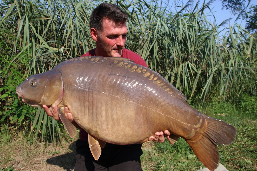 This mirror weighed 52lb 10oz