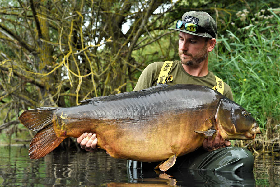This stunning 62lb 8oz Abbey Lakes mirror is called Maria