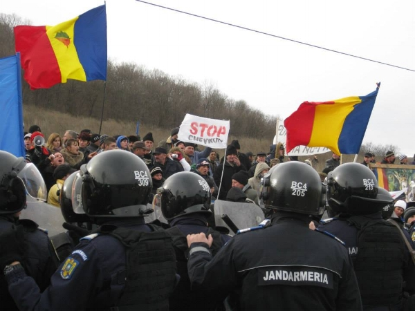 Romanian protests in 2013 (c) Friends of the Earth Europe