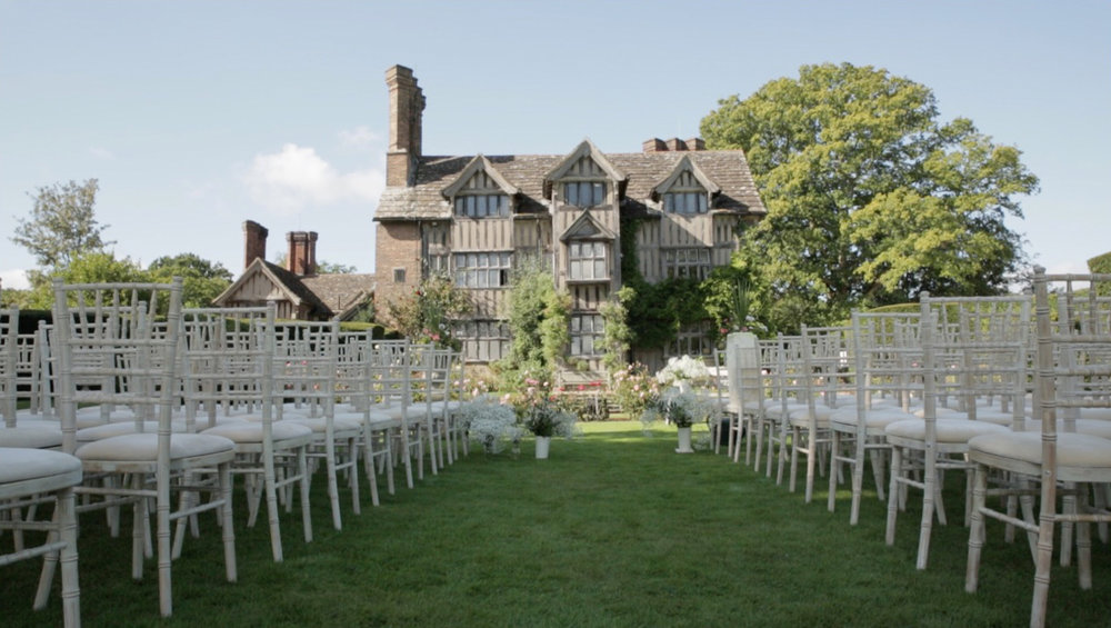 FLOWER DISPLAYS  If you are having the ceremony part of your wedding outside maybe you will want to line the aisle with flowers. We have a few options for how to present these and get them looking fantastic.