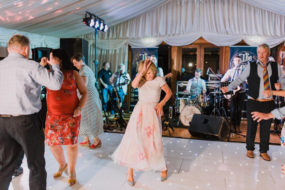 lusty beg wedding bright dancefloor