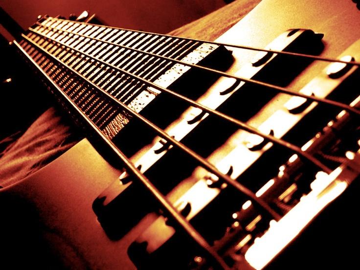 beesker bass guitar.jpg