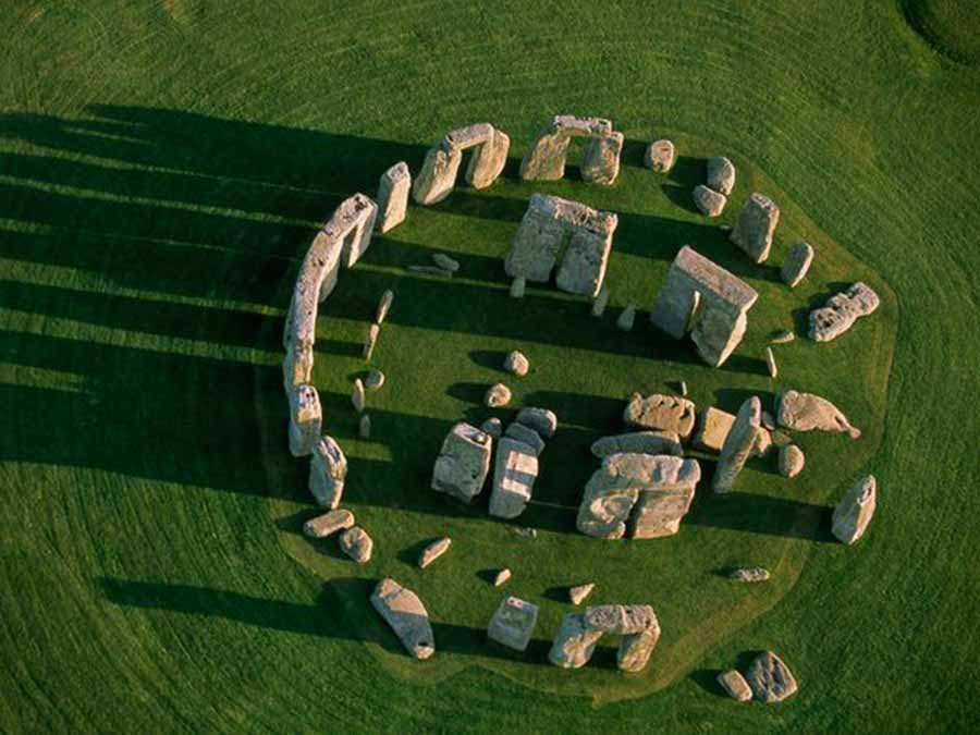 beesker stonehenge.jpg