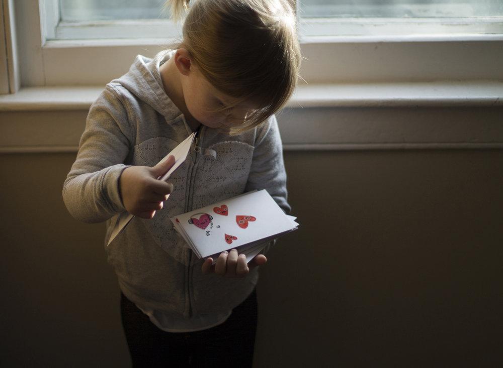 little-girl-holding-valentine-envelopes-erin-cunningham-photography.jpg