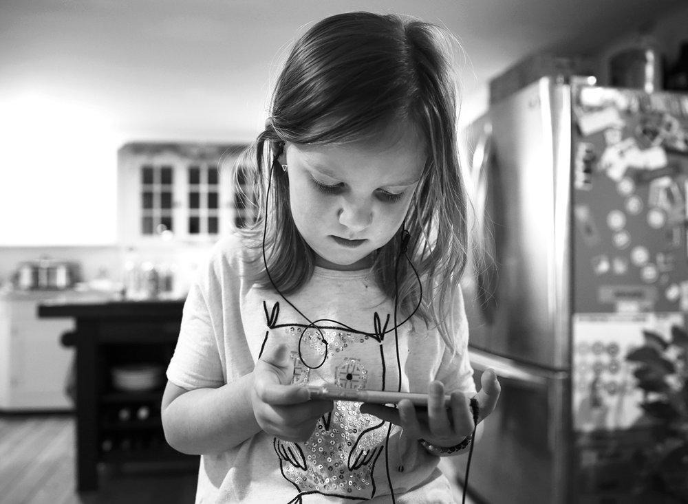 girl-listening-to-music-erin-cunningham-photography.jpg