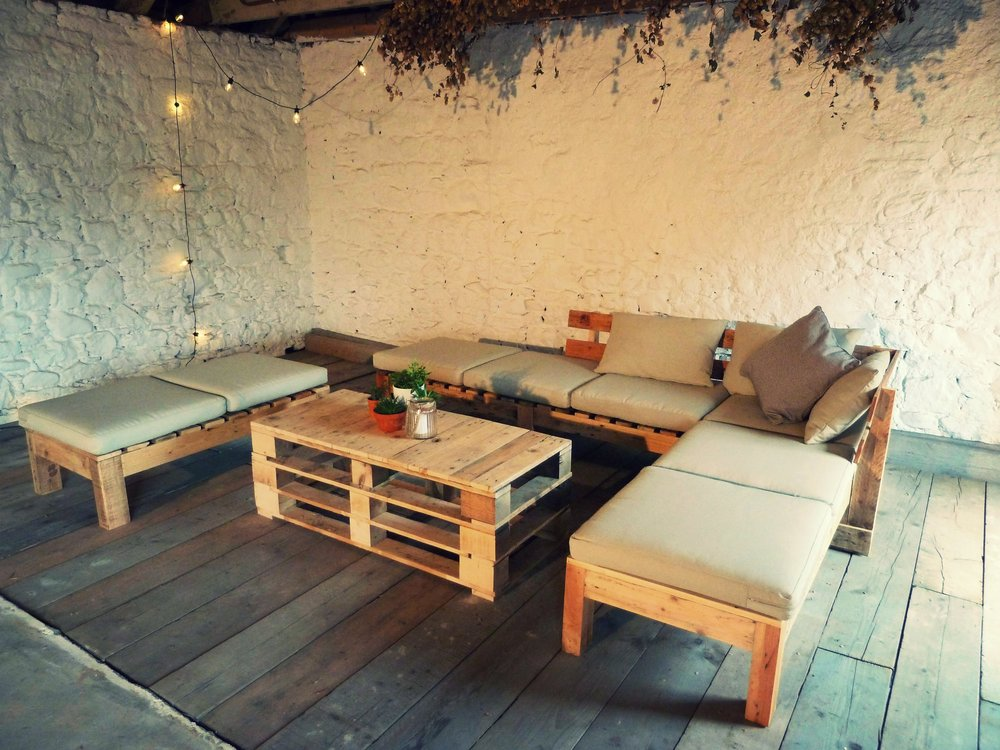 SEATING - WOODEN BENCHES & RUSTIC LOUNGE HIRE