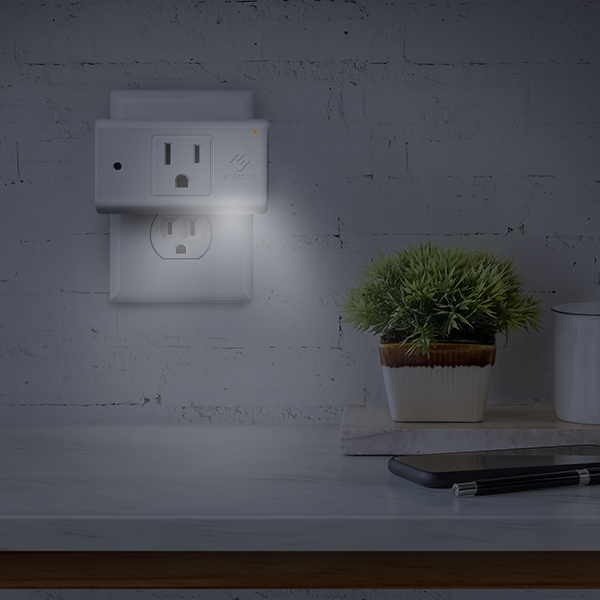 Automatic Night Light   Equipped with a specialized night light and responsive light sensor, the 15A Smart Outlet is the ideal nighttime accessory. Use the free VeSync app to control your night light manually or automatically.