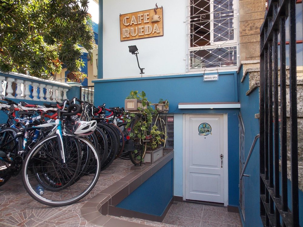 Cafe Rueda has road bikes lined up for the La Habana Triathlon, 2017 (photo by: Cafe Rueda)