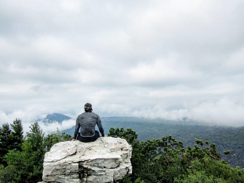 Avid T1D hiker, Larry Lam, looks out onto the horizon