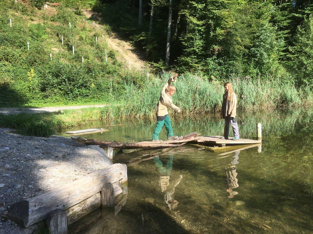 Balanceakt auf dem Wasser