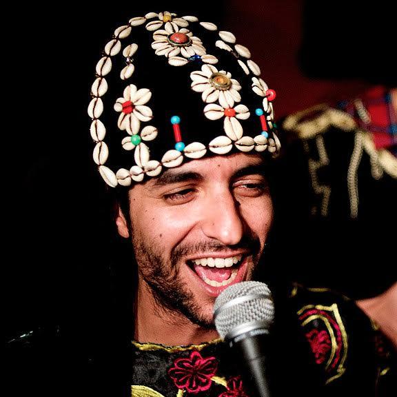 Amino Belyamani (chorus, qraqeb)