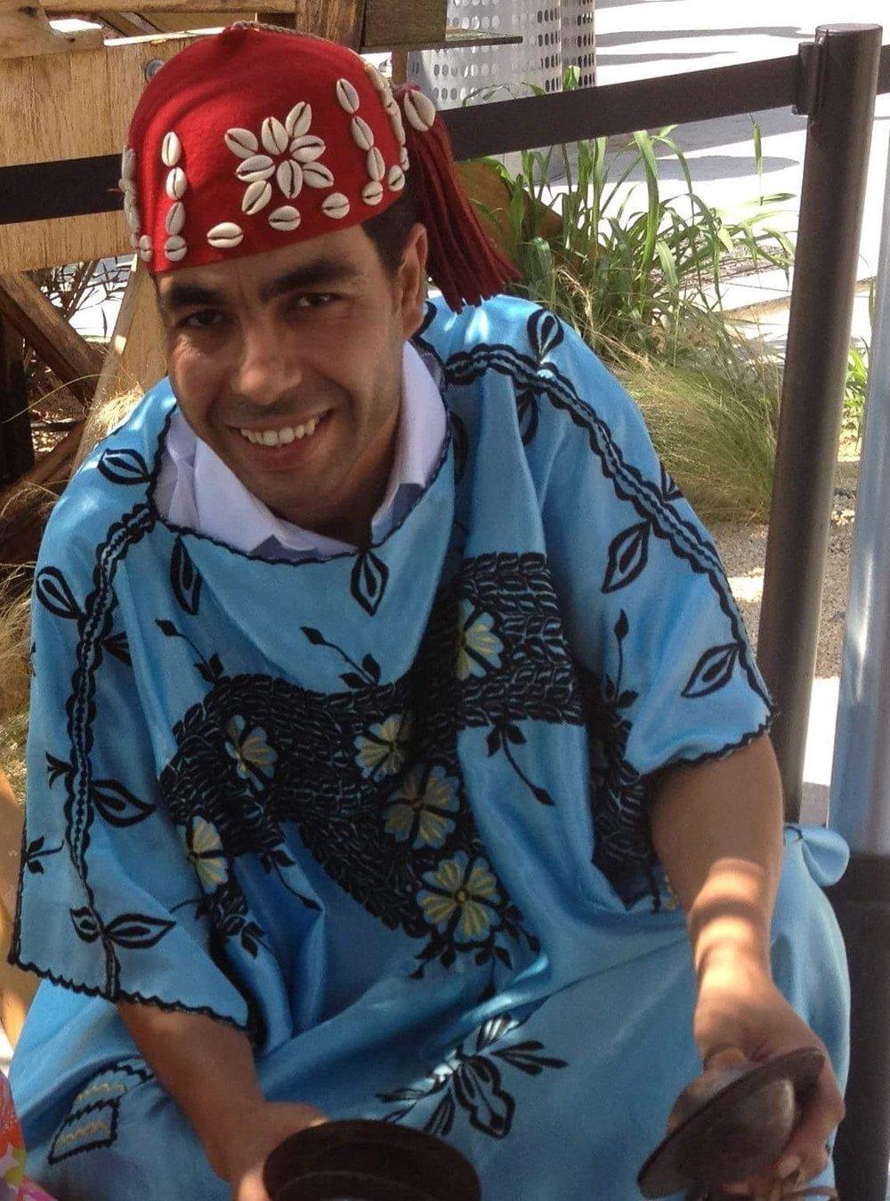Abderrahim Shalah (chorus, qraqeb, dance)