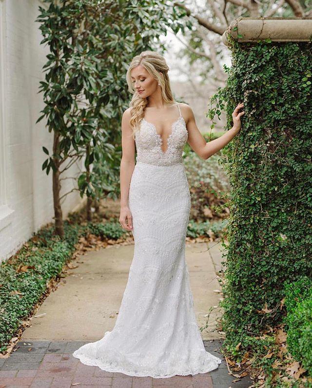 I meeeaann😍❤️ These bridals are perfection! . . . . . . 📸: @celinagomezweddings  H&MUA: @simplybeautifulbymeg  Planning: @jacquelineevents