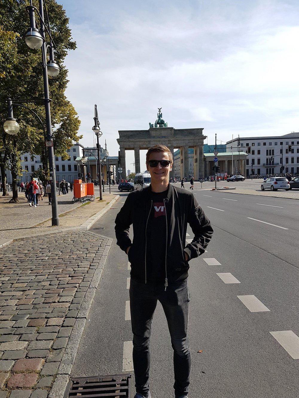 BEDRIFTSGUTTEN: Mange dro på vintertur ledet av Jarle Heimdal i 10. klasse. Yngvar dro på bedriftstur til Berlin.