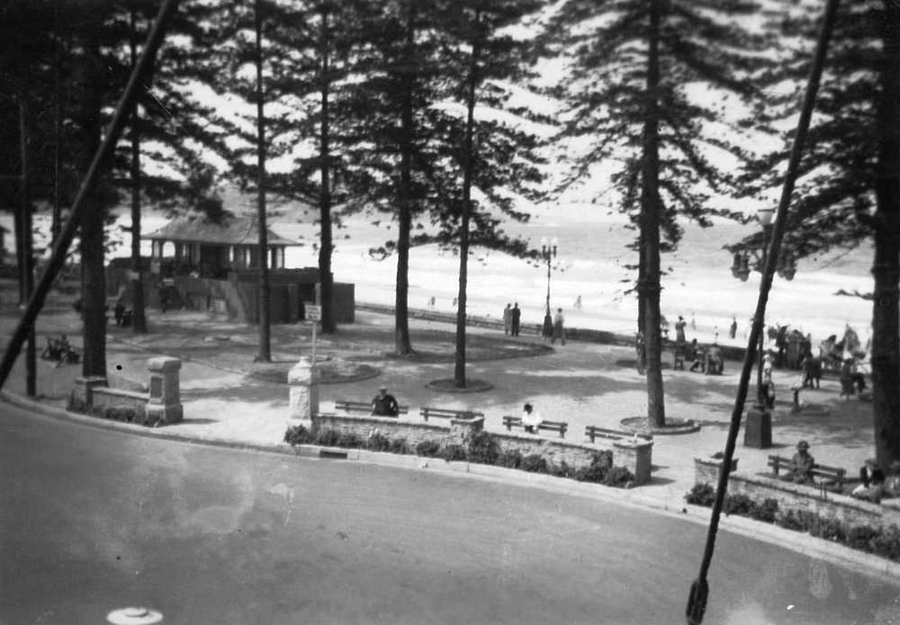 Steyne Reserve and toilet block c1940s.jpg